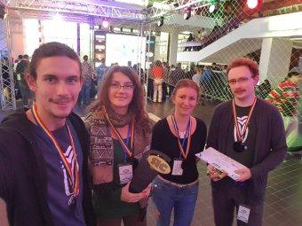Robotépítő diákok sikere – a nyertes marosvásárhelyi csapat a jövő évi pekingi versenyre készül a továbbfejlesztett drónnal