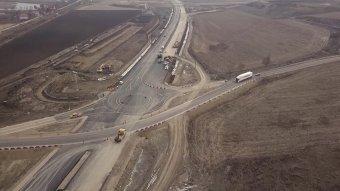 Dăncilă: fejek fognak hullani, ha év végéig nem készül el a beígért 100 kilométernyi sztráda