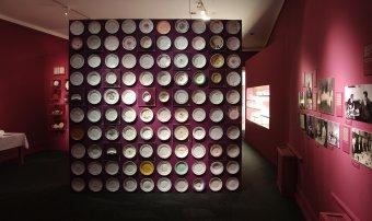 Gasztronómiai gazdagság, terítéken az irodalom – a budapesti Petőfi Irodalmi Múzeum tárlata az udvarhelyi Haberstumpf-villában