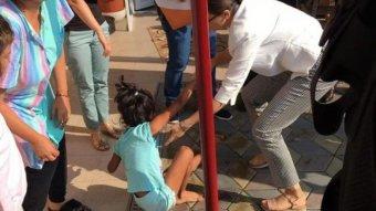 Egyre nagyobb port kavar a nevelőszüleitől rohamrendőrökkel elvett román kislány ügye