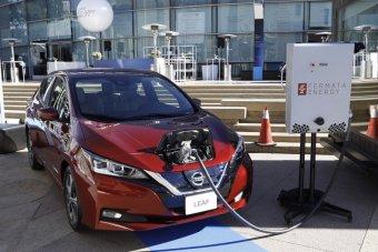 Roncs Plusz program: tizenötmillió lejjel kiegészíti a kormány az elektromos autók vásárlására nyújtott támogatási keretet