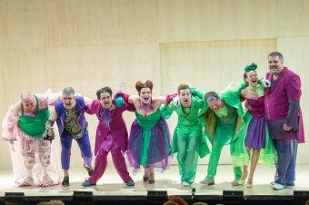 Szemfényvesztő átváltozásaink tükre – Bocsárdi László rendezésében látható Molière Scapin című darabja Szatmáron