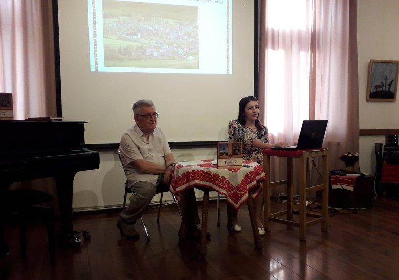 Kalotaszeg szívében megdobbanó népművészet – Körösfő értékeiről, népi hagyományairól szóló könyvet mutattak be Kolozsváron