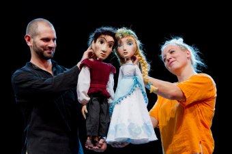 Bábelőadásokban megelevenedő népmesevilág: a Partiumi Magyar Napokon ingyenes produkciókat tekinthetnek meg a gyerekek
