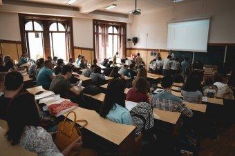 A fakultások több mint egytizedén kizárólag online zajlik az elsőévesek oktatása