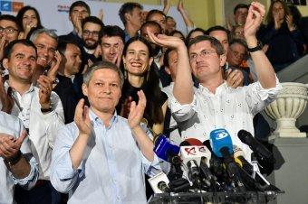 Jogerősen összeolvadhat az USR és a PLUS, vetélytárssá válhat Barna és Cioloș