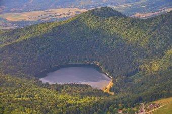 Magmát találtak a Csomád-vulkán alatt – magyar, román, francia és svájci kutatók vizsgálták évekig a Hargita megyei tűzhányót