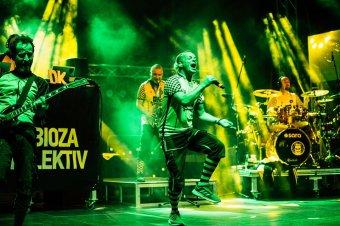 Tomboló közönség, balkáni hangulat a torockói Double Rise fesztiválon