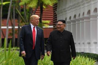 """""""Nagyszerű barátság"""": első amerikai elnökként lépett észak-koreai területre Donald Trump"""