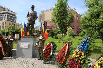 """""""Távol állt"""" a leigázás gondolata – Leleplezték Kolozsváron a Budapestet száz éve megszálló román tábornok szobrát"""