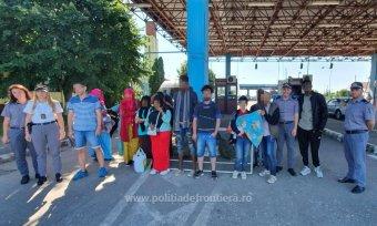 Tizennyolc bevándorlót, köztük egy csecsemőt tartóztattak fel a hatóságok Arad megyében