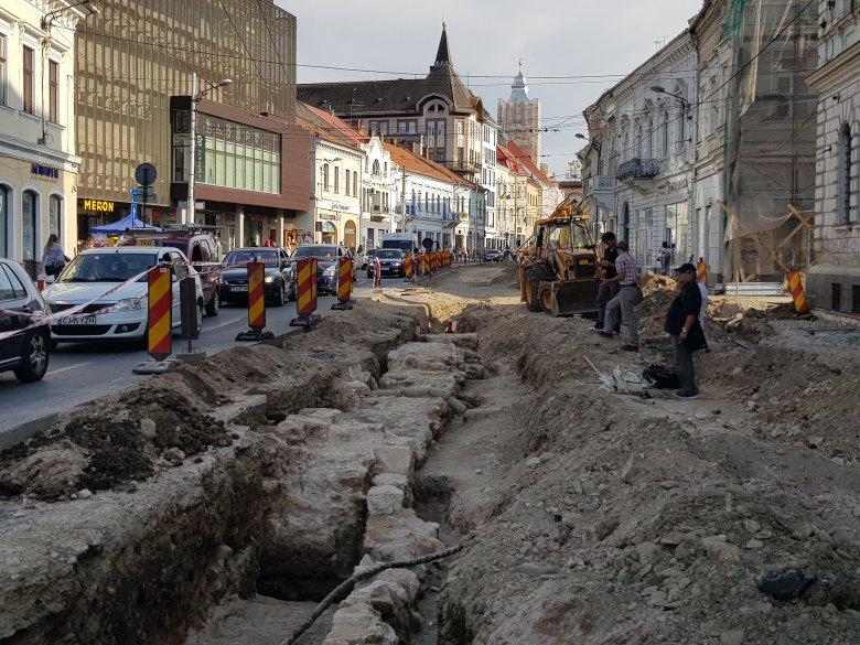 Amit lehetett Szebenben, nem lehet Kolozsváron: akadályozza a városvezetés a Híd utcai városkapu feltárását