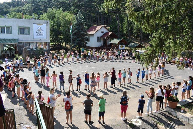 Több mint négyszáz magyarul tanuló erdélyi diák táborozik holnaptól Sátoraljaújhelyen