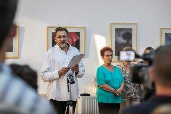 A diploma nélküli festőzsenire emlékeztek: Kassay Zoltán-emlékkiállítás nyílt Marosvásárhelyen