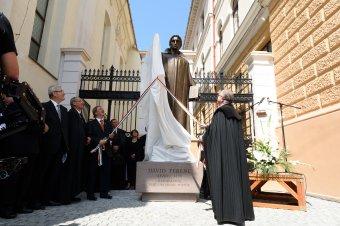 Felavatták Dávid Ferencnek, az unitárius egyház alapítójának egész alakos szobrát Kolozsváron