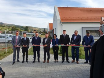 Orvoslakásokat avattak Gyergyószentmiklóson, szolgálati lakások alapkövét tették le Borszéken