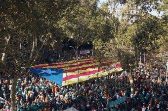 Egység a függetlenségért: mintegy hatszázezren vonultak utcára a katalán nemzeti ünnepen Barcelonában