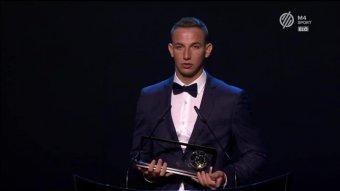 Emlékplakettet kapott Békéscsabán Zsóri Dániel, a MOL Fehérvár partiumi származású Puskás-díjas labdarúgója