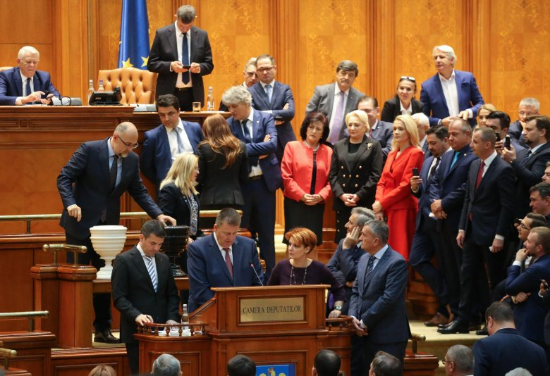 Kormánybuktatással akadályozná meg a PSD és az RMDSZ a kétfordulós polgármester-választás bevezetését