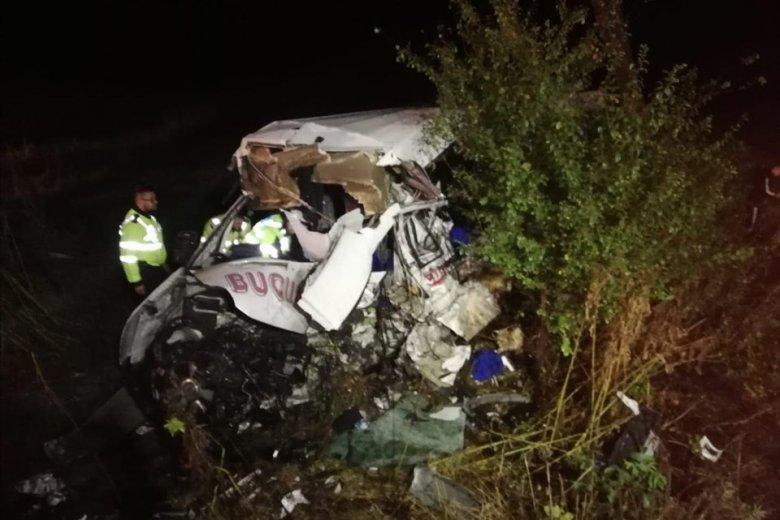 Szörnyű baleset: tízen haltak meg egy kamion és egy kisbusz ütközése következtében