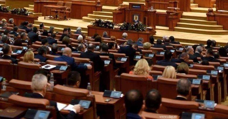 Képviselőház: pénzbírság jár a túlórára vonatkozó szabályozások megsértéséért