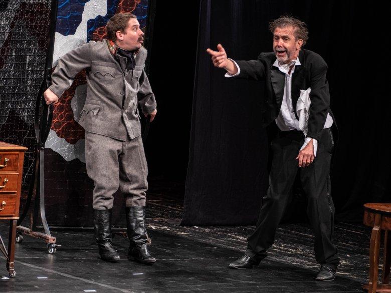 Színpadon mesélhető történelem: bánsági és partiumi turnén a délvidéki gyökerű Udvari Kamaraszínház