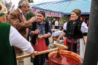 """Az ősz """"illata és íze"""" a kalotaszentkirályi Csipkebogyó-fesztiválon"""