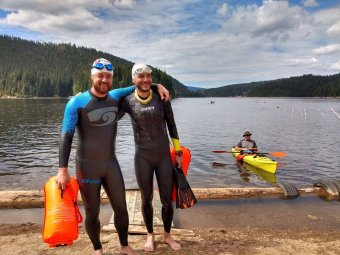 Álmoktól a hatórás úszásig: sikerrel zárult a nem mindennapos jótékonysági akció