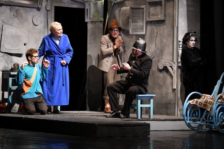 Premierek és jótékonykodás a szatmári színházban