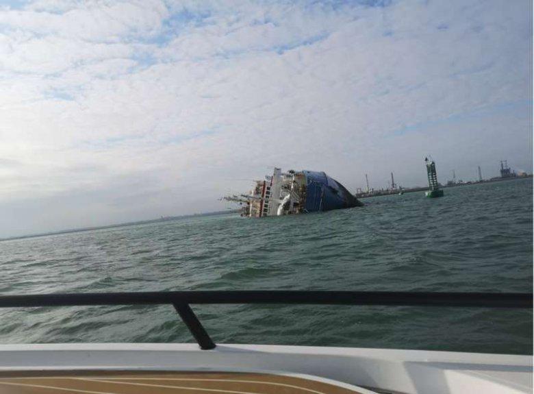 Felborult egy 14 ezer juhot szállító hajó a midiai kikötőben, lassan mentik az állatokat
