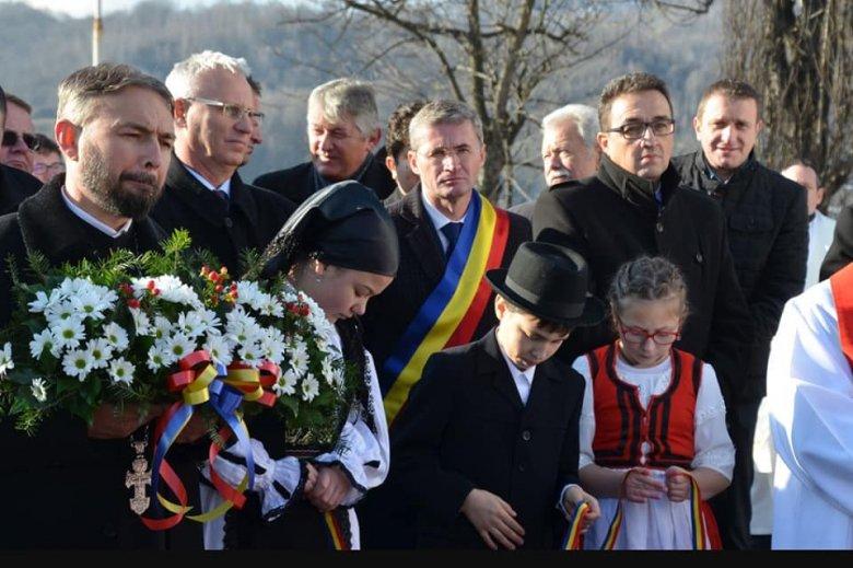 Magyar állami támogatással felújított óvodát és Szent Borbála-szobrot avattak Petrozsényben