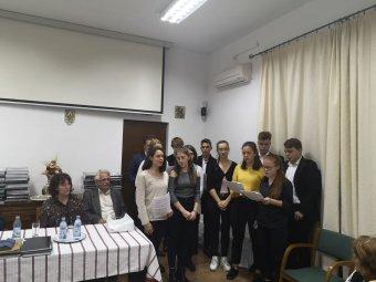 Megjutalmazták a Házsongárdot gondozó középiskolásokat Magyarország főkonzulátusán