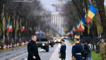 Katonai parádéval ünnepelték december elsejét Bukarestben, Gyulafehérváron és Kolozsvárt