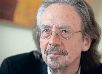 Több ország is bojkottálja a Nobel-díjátadót Peter Handke kitüntetése miatt