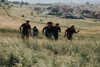 Megtalálták saját hangjukat a Szintaxis tagjai: a természetből ihletődik a marosvásárhelyi fiatalokból álló zenekar