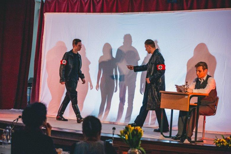 Holokauszttúlélő-történet szatmári árnyjátékban – az Örökségünk őreit megnyerő kölcseys diákok sikeres produkciója
