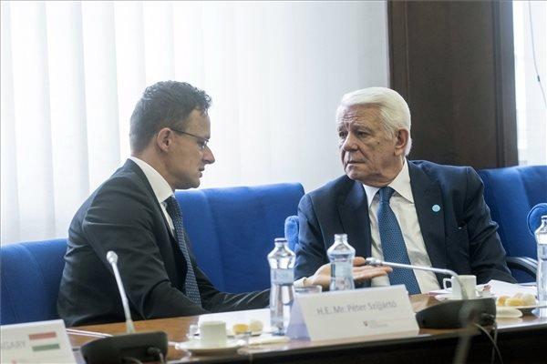 A román külügyminiszter visszafogott nyilatkozatok tételére kérte Budapestet