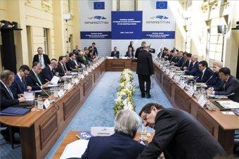 EU-csúcs: Macron 2050-ig nullára csökkentené a szén-dioxid-kibocsátást az Unióban