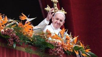 Szászrégenben készül a szék, amelyen Ferenc pápa ül majd