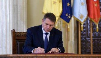 Johannis megállapodást írt alá az ellenzéki pártokkal a jogállamiságról és az európai értékekről