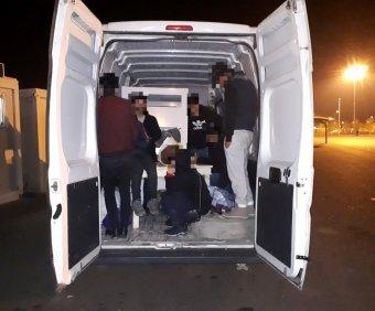 Tizenegy illegális bevándorlót szállító romániai embercsempészt fogtak el a magyar hatóságok