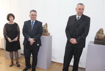 Különleges kisplasztikákkal őseink útján – Nemes András Csaba kolozsvári képzőművész munkáiból nyílt kiállítás