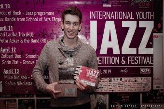 """""""A zsűri értékelése sokkal fontosabb a díjnál"""" – interjú az év felfedezettjével, Pethő Csaba marosvásárhelyi jazzgitárossal"""