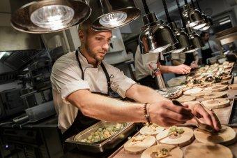 Részletekben tökéletes a kézdivásárhelyi séf: szülőföldjén nyitna saját éttermet Veres István Michelin-csillagos mesterszakács