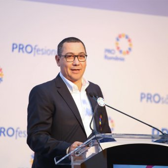Orbán Viktorral riogatva udvarol a PSD törvényhozóinak Victor Ponta