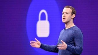 A világ kormányaival közösen szabályozná a világhálót a Facebook tulajdonosa