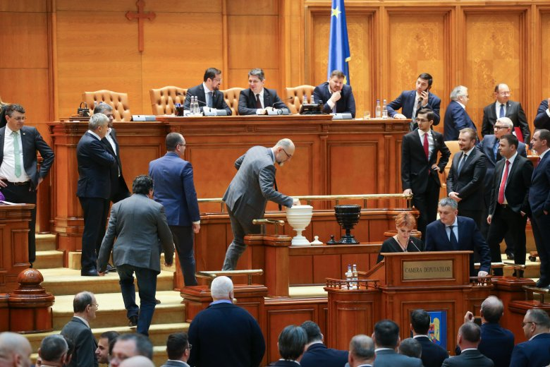 Az RMDSZ javaslatára csak az alkotmánybíróság határozata után szavaznak a bizalmatlansági indítványról