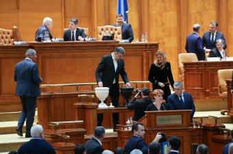 Ciolacu: a kormány nem tudja elkerülni a szavazást a bizalmatlansági indítványról