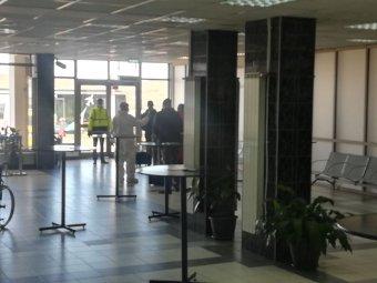Elkülönítik az Olaszországból érkező utasokat a kolozsvári reptéren