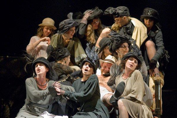 Színpadok a képernyőn: megemlékeznek az erdélyi teátrumok a március 27-i színházi világnapról